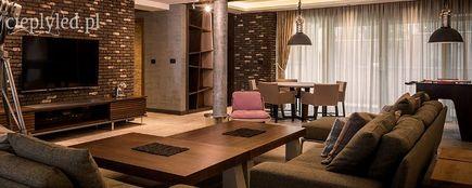Ciepłe światło – sposób na wyjątkowy i romantyczny salon