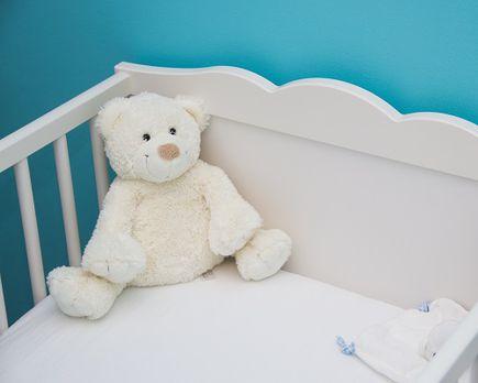 Jak wyposażyć łóżeczko dla niemowlaka?