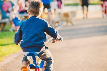 Jak nauczyć malucha jazdy na rowerze?