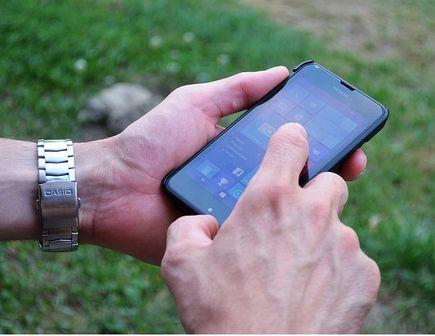 Dlaczego warto chronić smartfona i gdzie kupić akcesoria do telefonów