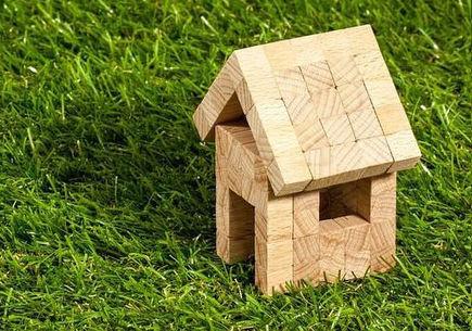 Notariusz a umowa kupna sprzedaży działki budowlanej