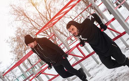 Zadbaj o formę zimą korzystając z siłowni plenerowych