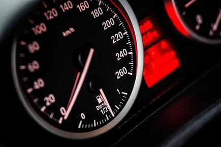 Klimatyzacja samochodowa a czynnik chłodniczy - jak często powinniśmy go wymieniać?