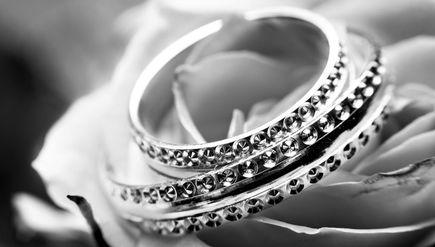 Jak kupować biżuterię na prezent dla bliskiej osoby?