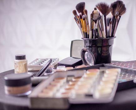 Jak zrobić idealny makijaż do pracy