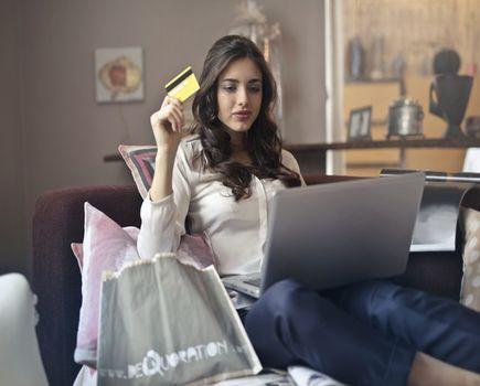 Wyprzedaże online - jak kupować z głową