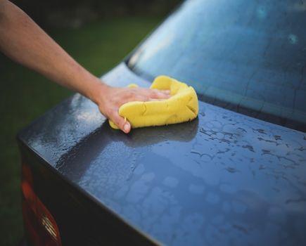 Ręczne mycie auta - porady krok po kroku