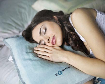 Koszulki nocne i pidżamy. W czym może spać kobieta?