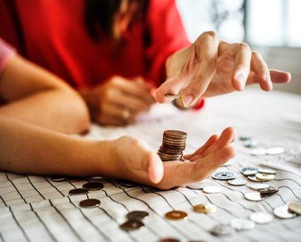 Proste triki, jak zarządzać budżetem domowym dla młodych