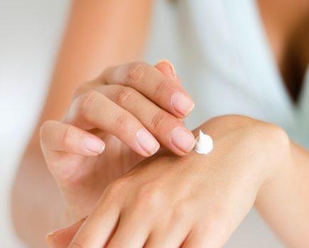 Pielęgnacja po porodzie - jak dbać o skórę, włosy i paznokcie?