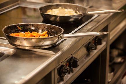 Jaką patelnię kupić na kuchenkę indukcyjną?
