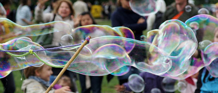 Niezwykłe bańki mydlane, czyli sposób na dziecięcą nudę (i nie tylko)