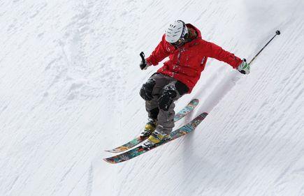 O czym warto pamiętać w czasie wyprzedaży sprzętu narciarskiego?