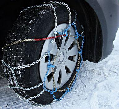 Przewodnik po łańcuchach śniegowych