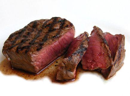 O czym należy pamiętać smażąc mięso i jak się smaży steki?
