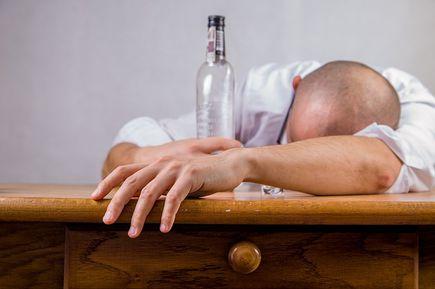Czy jesteś alkoholikiem? 5 oznak nałogu!
