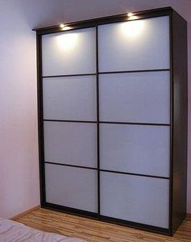 Jaka jest przewaga szafy przesuwnej nad szafą otwierana tradycyjnie?
