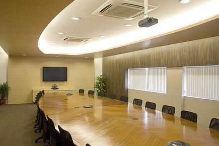 Wynajem sali konferencyjnej - na co zwrócić uwagę i ile kosztuje?
