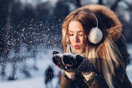 Moda damska zimowa. Jakie kurtki i płaszcze są obecnie w trendach?