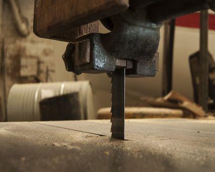 Dobrej jakości drewno budowlane znajdziesz tylko w tartaku