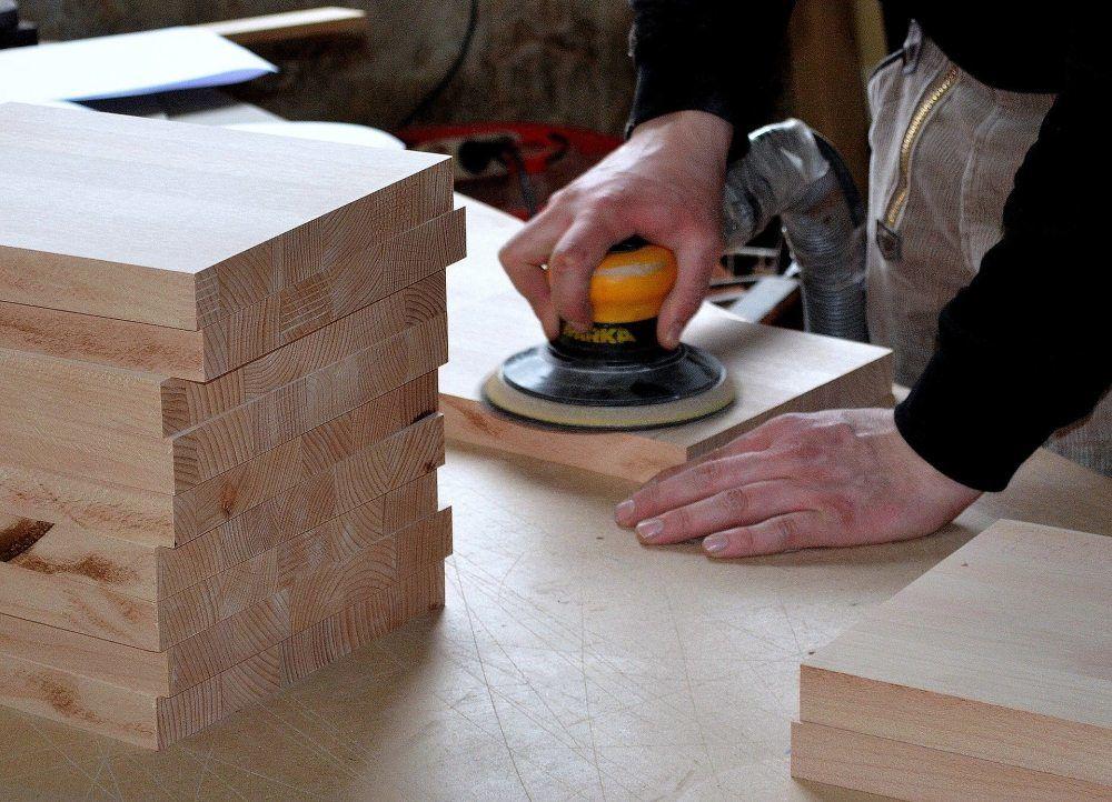 Jakie krążki ścierne wybrać do drewna?