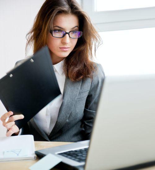 Jak wybrać dobrą księgową? Małe biura rachunkowe i duże firmy