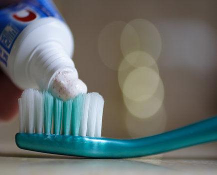 Co kryje się w składzie past do zębów? Jak wybrać najlepszą?