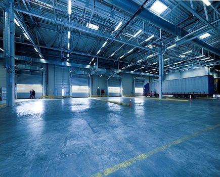 Oświetlenie hali produkcyjnej - na co zwrócić uwagę?