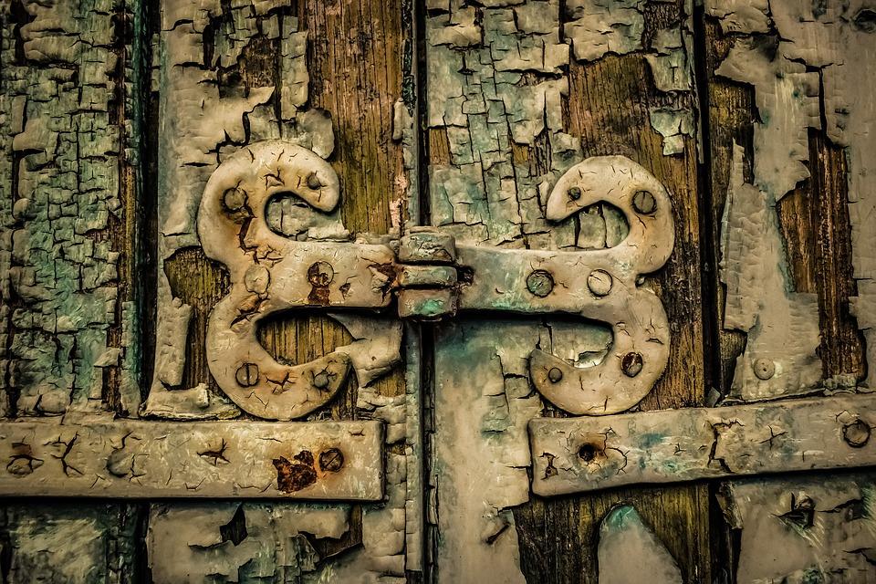 Dobry zawias drzwiowy gwarantuje większą żywotność samych drzwi
