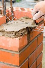 Budowa przewodu kominowego. Jak się buduje kominy spalinowe i wentylacyjne?