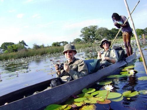 Płyniemy łodziami mokoro przez Okawango