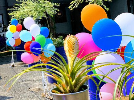 Ile czasu unoszą się balony z helem?