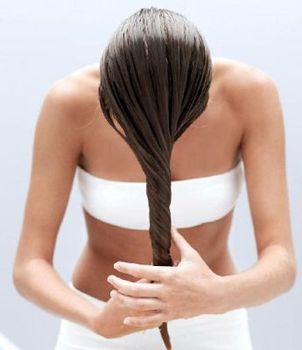 Jak zadbać o włosy po zimie- co radzi ajurweda.