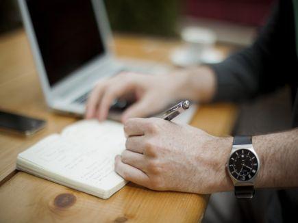 Dlaczego pisanie ręczne na papierze jest lepsze niż pisanie na klawiaturze?