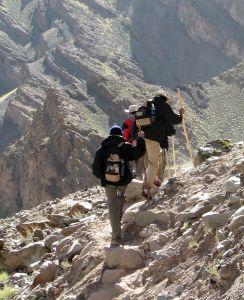 Sprzęt wspinaczkowy i turystyczny dla początkujących
