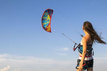 Jak wybrać trapez kitesurfingowy