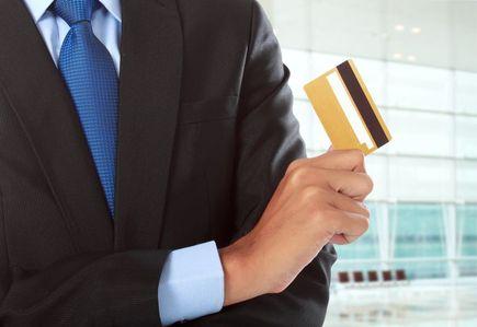 Jak prawidłowo korzystać z karty kredytowej, aby zarobić na niej pieniądze