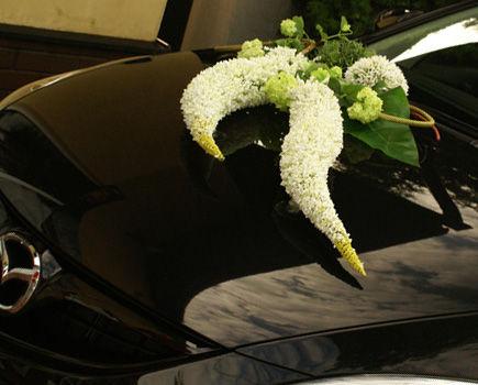 Kupić czy wypożyczyć – dekoracja auta do ślubu