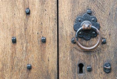 Do jakich drzwi pukasz?