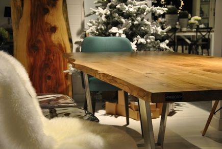 Spotkania przy drewnianym stole