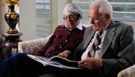 Jak zapewnić bezpieczeństwo i opiekę seniorowi?