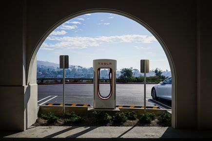 Stacje ładowania samochodów elektrycznych – czy warto w nie inwestować?
