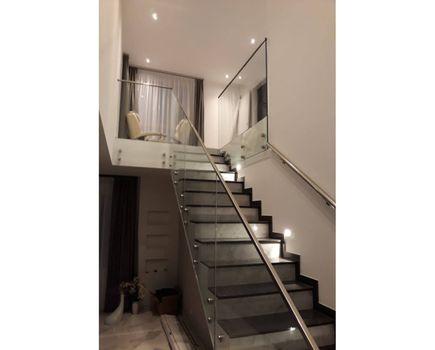 Nowoczesne balustrady szklane na taras i schody
