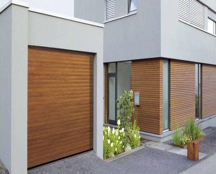 Brama garażowa: przed czy po tynkach