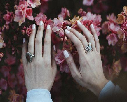 Jak zadbać o pielęgnację dłoni?