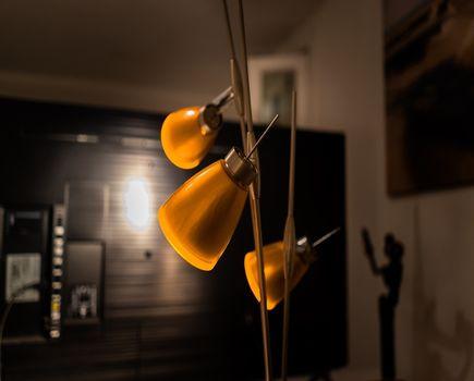 Jakie nowoczesne lampy podłogowe możesz wybrać do swojego domu?