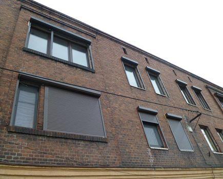 Jakie rolety wybrać do gotowego budynku - prawoskrętne czy lewoskrętne?