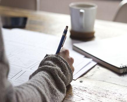Kiedy pracodawca powinien sporządzić świadectwo pracy, i co powinno zawierać?