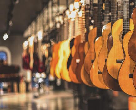Na czym polega przewaga internetowych sklepów muzycznych?