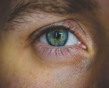 Alergiczne zapalenie spojówek – objawy i leczenie